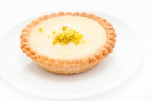 Tartlet with white chocolate and passion fruit